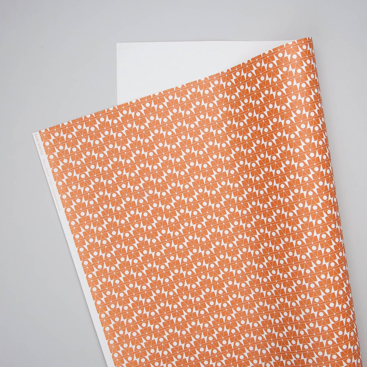 "Esme Winter Geschenkpapier ""Frequency"" in orange"