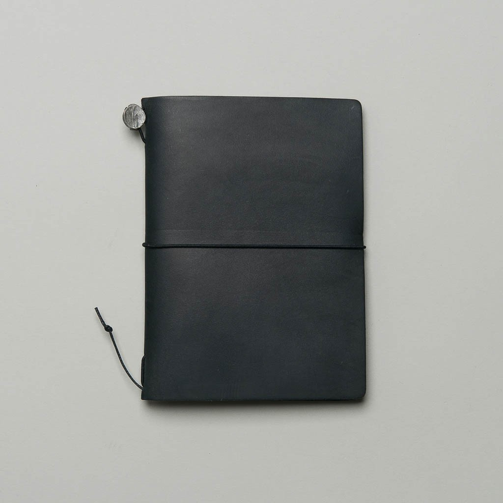 Traveler's Notebook aus schwarzem Leder Passport Size